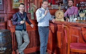 Domácí degustace rumů - 8 panáků, 4 druhy…
