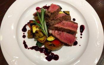 Masa a steaky + láhev francouzského vína ZDARMA