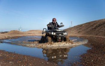 Jízda na čtyřkolce ATV na specializované trati (i…