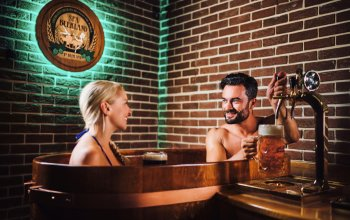 Relaxační pivní koupel pro milovníky piva