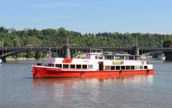 Plavba po Vltavě na výletní lodi Praha