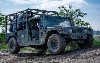 Humvee: Řízení + safari jízda na korbě Praha