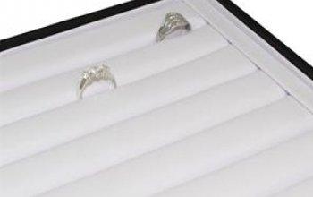 Černé koženkové plato na prsteny - VP1060