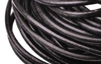 Kožená šňůrka kulatá černá lesklá, tl. 6 mm -…